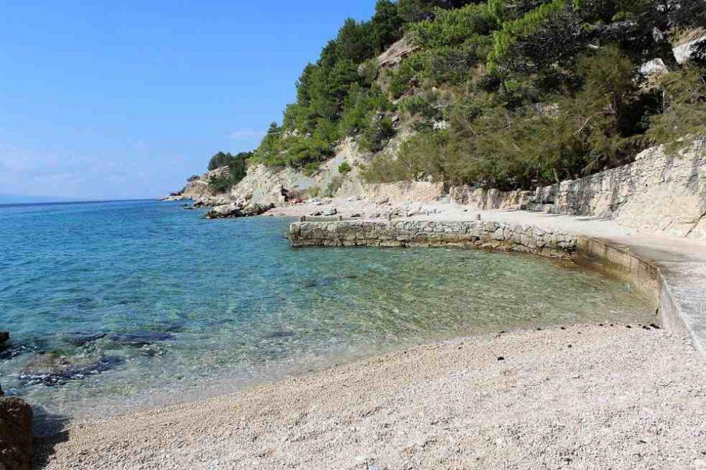 omis croatie magnifique villa front de mer avec piscine et plage priv e vendre mi doma. Black Bedroom Furniture Sets. Home Design Ideas
